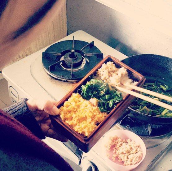 お弁当ができる台所