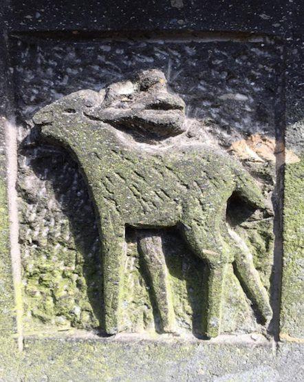 神社の石灯籠3
