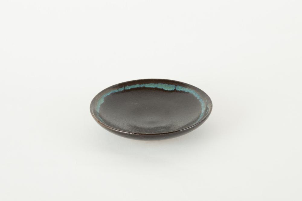 皿 5寸 黒 青流し