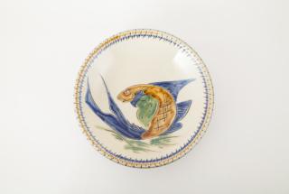 7寸皿/青釉魚文海老文線彫忠作