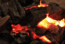 火鉢に火が入りました。