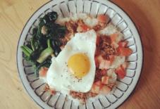 【今日のごはん】ロコモコ風 × 瑞穂窯 福田るいさんのしのぎ8寸皿