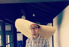 【日々のこと】特大麦わら帽子。