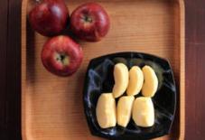 長野から林檎が!瑞穂窯のお皿と。