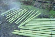 【作り手訪問】竹の油抜き見学。竹細工の石田さんと長岡さん。