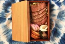 【今日のごはん】関内さんのお弁当箱と、おせちビフテキ弁当。