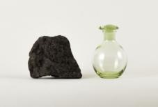 【素材の知識】地元の石からつくられる、国内唯一のカリガラス