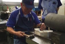 【2000文字コラム 渡邊令】ゴムの街、久留米。足袋から始まった、ムーンスターのゴム靴製造の軌跡。