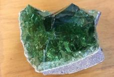 【地域のガラス】八女石で作った八女ガラスは、萩ガラスより濃い緑