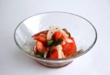 【日々のご飯と器の記録】パクチーとトマトのサラダと太田潤さんの手吹きガラス レシピあり